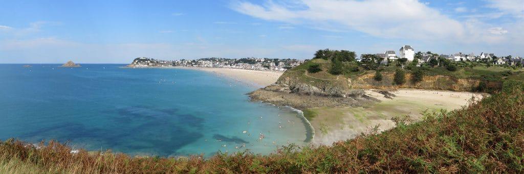 Vue de la Grande Guette, l'Anse du Pissot (ou Pisso), la Guette, la plage du Val André et le Verdelet