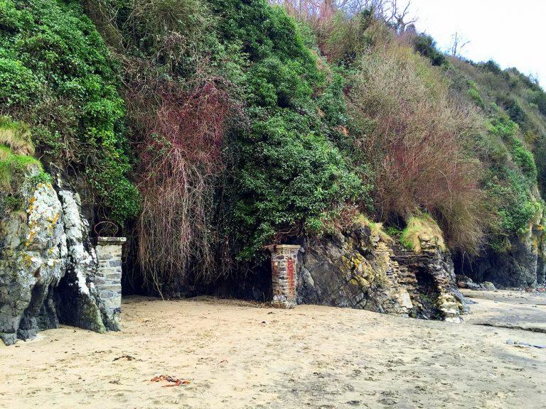 Etables les Grottes